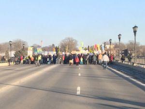 bridge-protest